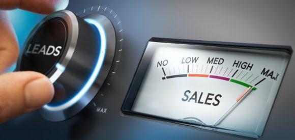 Waarom u de muren tussen sales en non-sales moet afbreken (en hoe u dat doet)