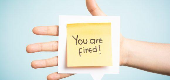 Wanneer kan een relatie tussen collega's tot ontslag leiden?