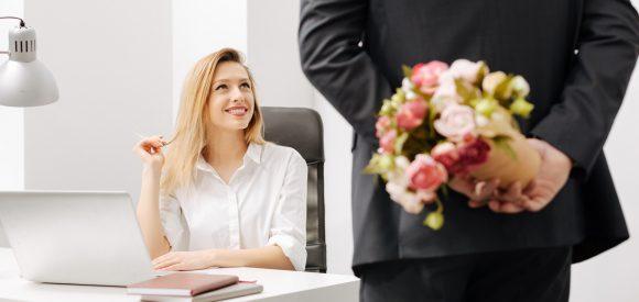 Een op vijf Nederlanders heeft weleens seks met collega