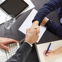 Bedrijven snakken naar afgestudeerd talent, maar wel met ervaring