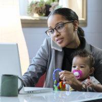 Nederlandse moeder voelt druk om deeltijd te werken