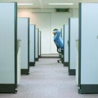 Veel kantoormedewerkers schamen zich over werkplek