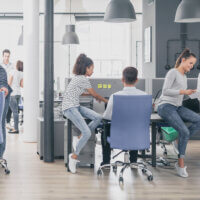 Werken in meerdere teams tegelijk leidt bij jongeren tot stress
