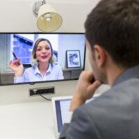 Managers vinden leidinggeven op afstand maar moeilijk