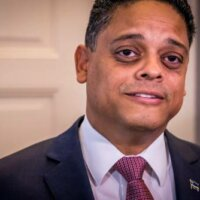 Nederland grijpt in in financiën Curaçao