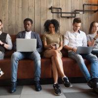 Millennials op de werkvloer: tips voor managers en millennials