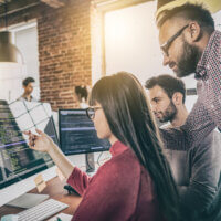 Meer hoogopgeleide werknemers in je bedrijf? Dan stijgt het loon van élke werknemer
