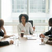 Vrouwelijke professionals en leidinggevenden weinig zelfverzekerd