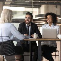Onderzoek: Heeft een knappe sollicitant(e) meer kans op een baan?