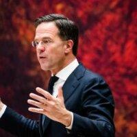 Rutte spreekt Kamer aan op bekritiseren topambtenaren