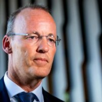 DNB-baas Knot: inkomstenbelasting kan omlaag