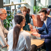 Helft werkende Nederlanders ergert zich aan overvloed vergaderingen