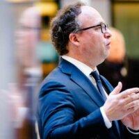 Advies minister aan bedrijf in problemen: keer geen dividend uit