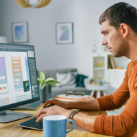 Werkend Nederland minder productief door het thuiswerken, maar meer tevreden