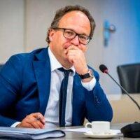 Minister: uitbreiding noodpakket zorgt voor maximaal baanbehoud