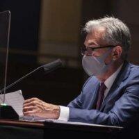 Fed-bestuurder: dragen mondkapjes belangrijk voor economie
