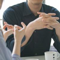 Een goed gesprek voeren? Praat niet altijd over jezelf! (3 tips)