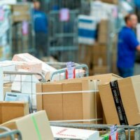 'Pakketvervoer winnaar crisis, dip ov en luchtvaart houdt aan'