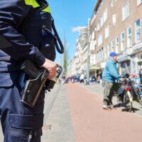 Eigenaar Eindhovense winkel krijgt celstraf voor mishandeling politieagenten