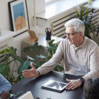 'Onderschat oudere werknemers niet!'